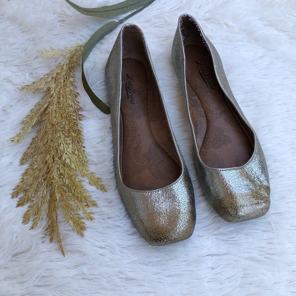 Lucky Brand Shoes - Lucky Brand Gold Flats
